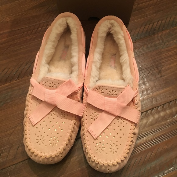 91092971a6f UGG Slippers Dakota Sunshine 🌴🍑 NWT NWT